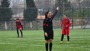 Yeşil sahalarda maç yöneten kadınlar