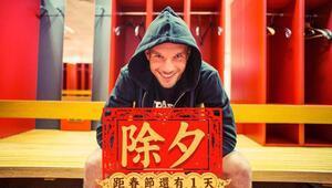 Lukas Podolski'den Çince mesaj