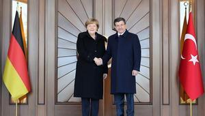 Alman siyasilerden Merkel'in Türkiye ziyaretine tepki