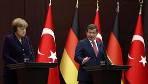 Başbakan Davutoğlu ile Merkel'den ortak basın toplantısı