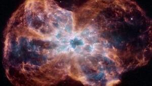 Fotonların kütlesi olmadığına göre, neden bir kara deliğin içine çekilebiliyorlar?