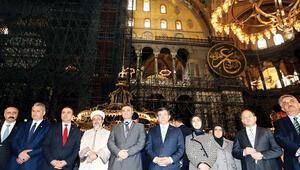 Başbakan Aşk-ı Nebi sergisini açtı