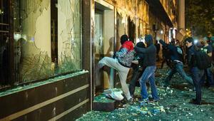 Makedonyada telekulak krizi: Cumhurbaşkanının ofisi yağmalandı