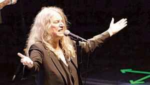 Patti Smith, Zorlu Performans Sahneleri Merkezi'nde konser verdi