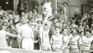 1980in futbola darbesi
