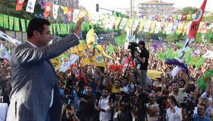 Demirtaş: Akbabalar bu ülkenin üzerinde dolaşmaya devam ediyor, hevesleri kırılmış değil