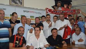 Semih Şentürk Eskişehirspora imzayı attı