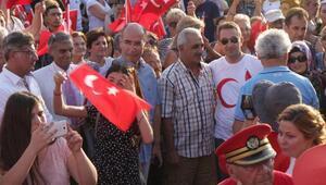 Ayvalıkta Laik, demokratik, tam bağımsız Türkiye mitingi