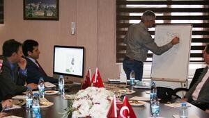 İzmir Ve Manisalı Tasarımcılar 'Daha İyi Yerel Gazete' İçin Buluştular