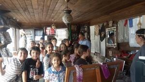 Haraşo Olarak Örülen Yarım Kollu Figür Süslemeli Kolay Çocuk Kazağı Yapımı. 4 .5 yaş