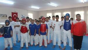 Suriyeli Çocuk Ve Gençler Konteyner Kentte Spor Yapıyor