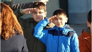 Öğrenciler Askeri Helikopter Ve Uçakları İnceledi