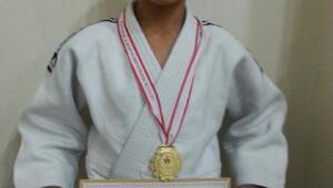 Vanlı judocular altın madalya ile döndü