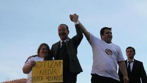 """Recep Gürkan: """"Otizmin farkındayız, onların yanındayız"""""""