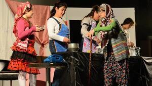 Ispartada Pırtlatan Bal oyunu sahnelendi