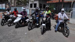 Reyhanlı'da motosiklet sürücülerine kask