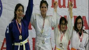 Türkiye Judo şampiyonu Kaymakamı ziyaret etti
