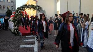Bağcılar Aydın Doğan Mesleki ve Teknik Anadolu Lisesinde mezuniyet sevinci