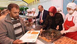 Altınordu Belediyesi bin 200 kişiye iftar yemeği veriyor