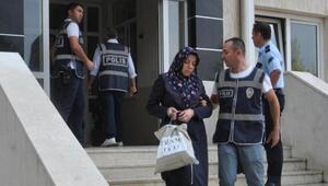 Yurtlardaki aramada 6 kişi gözaltına alınırken birçok belgenin yakıldığı anlaşıldı