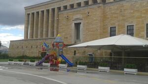 Anıtkabire çocuk parkı tepki çekti