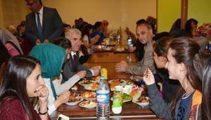 Aksaray Belediyesi, kız yurdunda aşure dağıttı