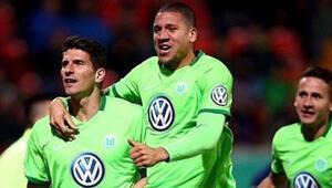 Wolfsburg Mario Gomez ile turladı