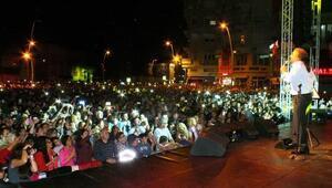 Binlerce Marmarisli Cumhuriyet Bayramını Kuzeyin oğlu ile kutladı