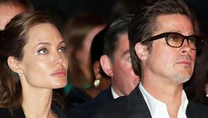 Angelina yatakta kendini kesip kanını üstüme damlatıyordu