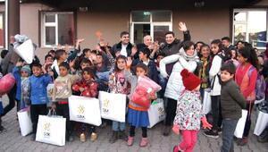 Kars'ta 10 bin öğrenciye yardımı yaptı