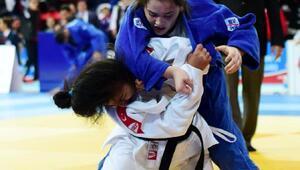 Judocular madalya için minderde
