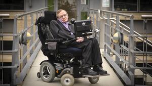 İngiliz fizikçi Stephen Hawking Romada hastaneye kaldırıldı