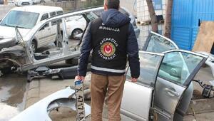 Bulgaristan'dan getirdikleri lüks otomobilleri parçalayıp satan çeteye baskın