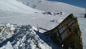 Bingöl, Tunceli ve Siirtte kar esareti sürüyor
