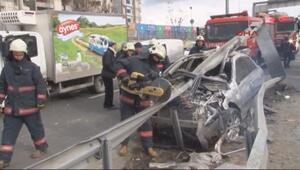 Bariyerlere çarpan arabadan hafif yaralı kurtuldu