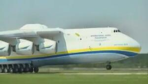 Dünyanın en uzun kargo uçağı havalandı