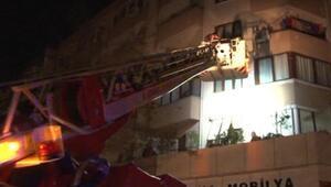Maltepede 7 katlı binanın girişi çöktü