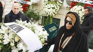 Ferzan Özpetek annesini son yolculuğuna uğurladı