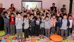 Öğrencilere geri dönüşüm semineri
