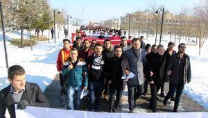 Boluda üniversiteliler terör saldırılarını protesto etti