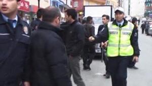 POLİSLE VATANDAŞLAR ARASINDA GERGİNLİK