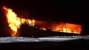 Apartmanın çatısında korkutan yangın