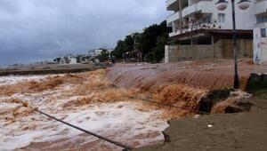 Mersin'in sel altında okullar tatil edildi (5)