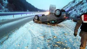 Sandıklıda kar kazalara neden oldu