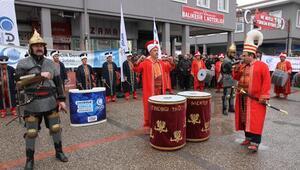 Anadolu Gençlik Derneğinden mehteranlı yılbaşı protestosu