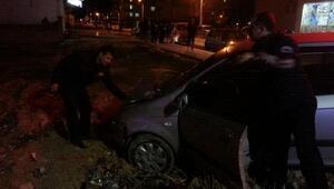 Adıyamanda iki otomobil çarpıştı: 2 yaralı