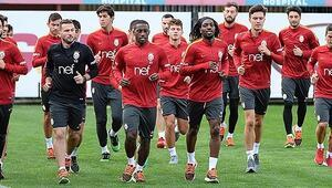 Galatasarayın kamp kadrosu açıklandı Podolski...
