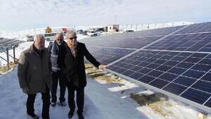 Başkan Memiş, güneş enerjisi santralinde incelemelerde bulundu