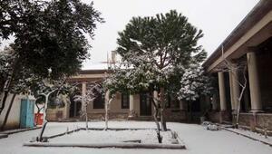 Ayvalık kent merkezinde kar sürprizi