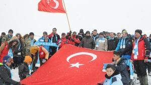Van ve Hakkari ve Bitliste binlerce kişi Sarıkamış şehitleri için yürüyüş